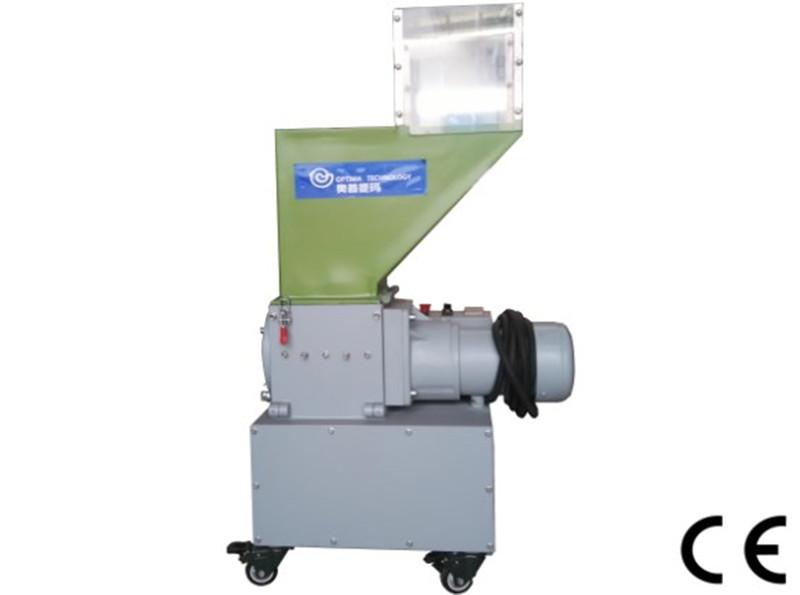 Low speed in-line plastic grinder